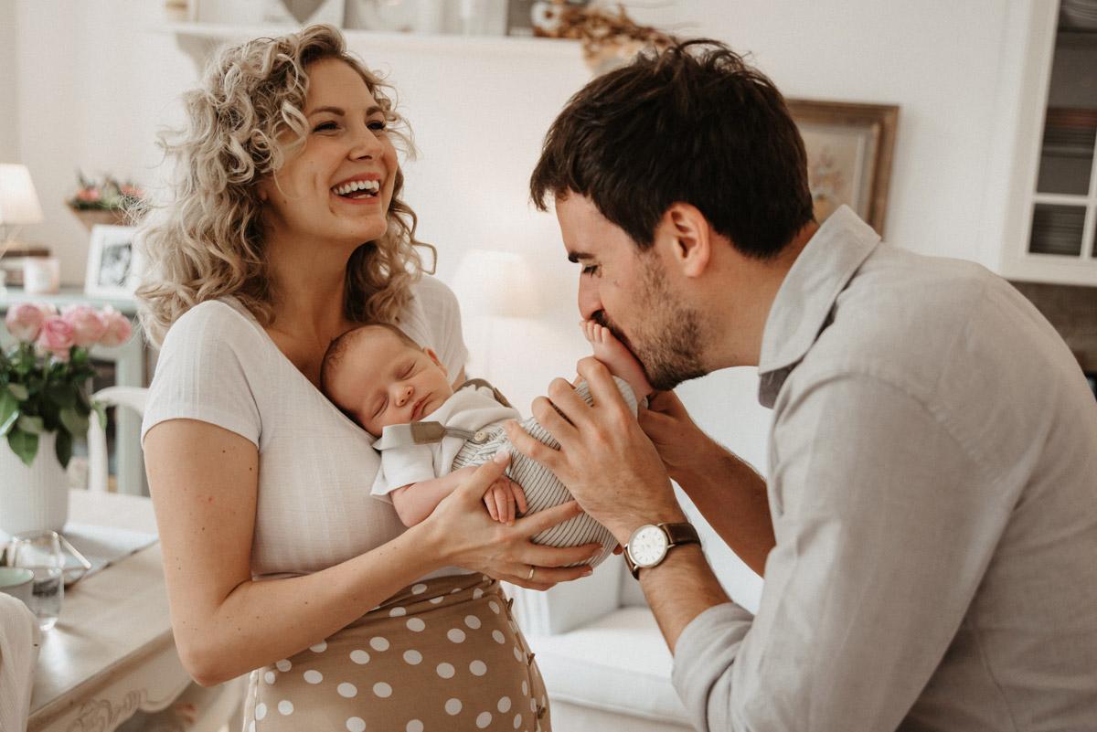 Authentische Baby- Und Familienfotografie